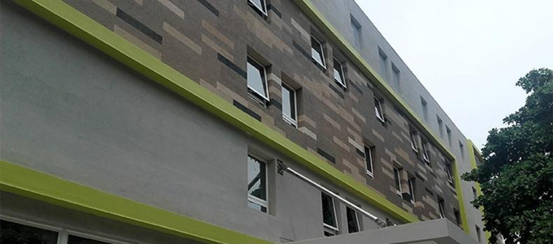Ibis ganha um novo conceito de fachada
